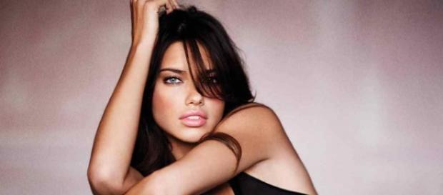 a73296e4bcbeb Dieta da modelo Adriana Lima para emagrecer causa polêmica