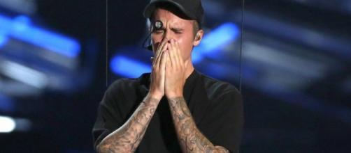 Justin Bieber emocionou-se na sua actuação.