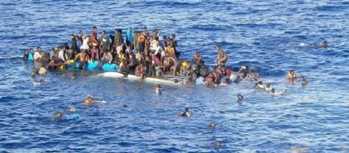 Sondaggi politici elettorali: questione migranti
