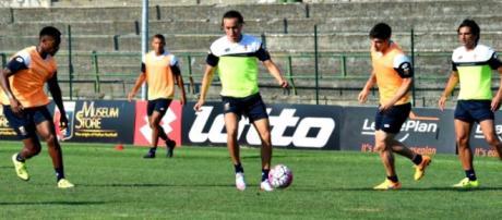 Diego Laxalt, centrocampista in prestito al Genoa