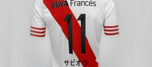 La camiseta de Saviola en japonés