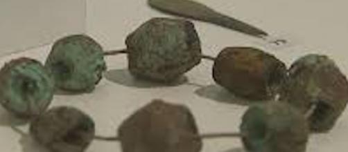 parure, collier de femme au néolithique