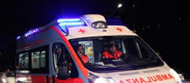 Ss106: Incidente frontale tra ambulanza e tir.