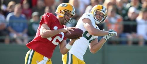 Aaron Rodgers works out at Packers camp.