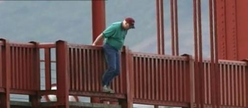 O homem estava prestes a suicidar-se.