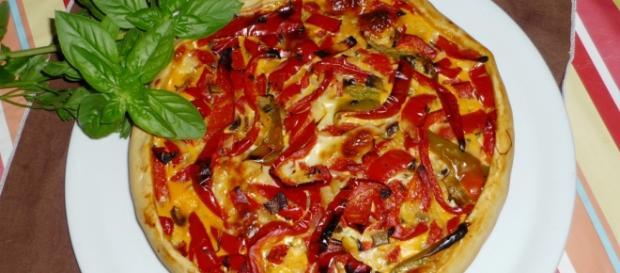Torta rustica con peperoni e radicchio