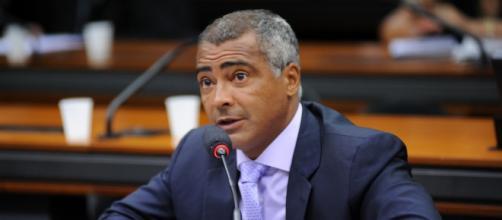 Romário promete processar revista Veja