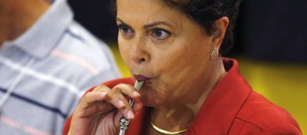 Dilma tem rejeição histórica no Brasil