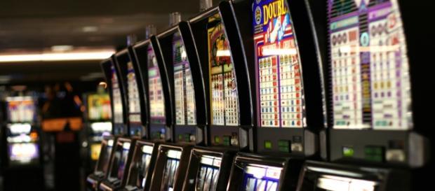 Fila di slot machine a Las Vegas