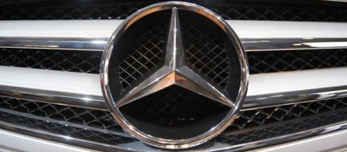 Fábrica da Mercedes paralisa produção