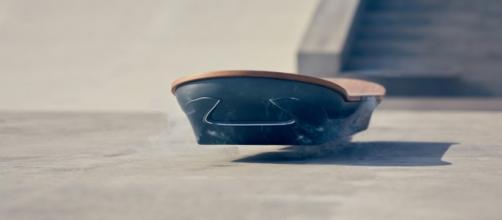 Lexus Hoverboard Slide - Lo skateboard volante