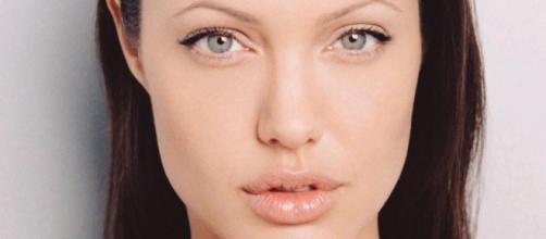 Los preciosos labios de Angelina con gloss