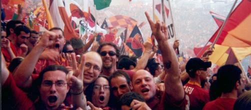 Tifosi della Roma in festa per lo scudetto 2001