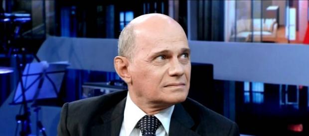 Boechat perde a cabeça e xinga político
