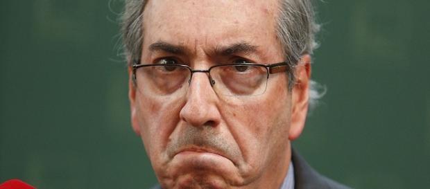 Cunha faz beicinho contra o Senado