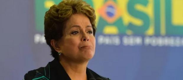 Dilma para de ler jornais em momento de crise