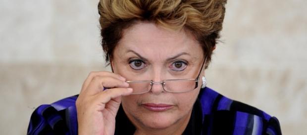 Dilma tenta conter crise política com o congresso