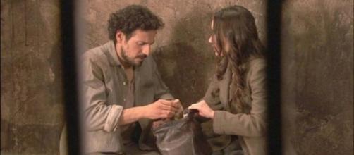 Il Segreto, Aurora aiuta Conrado.