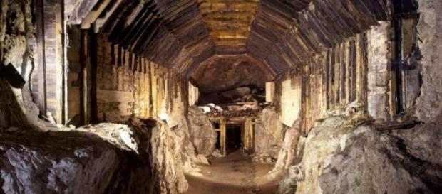 Il treno, si troverebbe in un tunnel segreto.