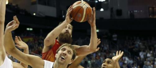 Gran juego. España sufrió pero pasó a octavos
