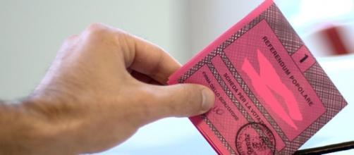 Una scheda per votare i referendum