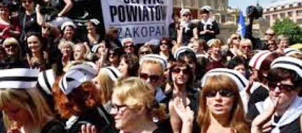 manifestacja pielęgniarek i położnych w Warszawie