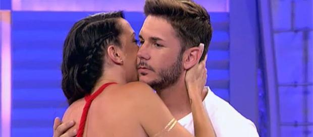 Samira y Adrián en el programa MYHYV