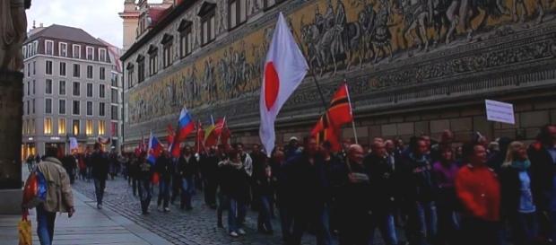 Flagi GDL, Japonii i Rosji w Dreźnie, 7 IX