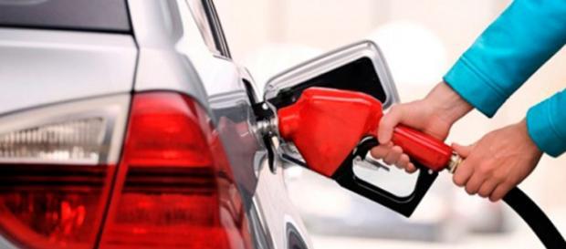 Gasolina vai aumentar 21% em 2016
