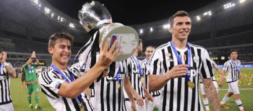Dybala e Mandzukic alzano la supercoppa italiana.