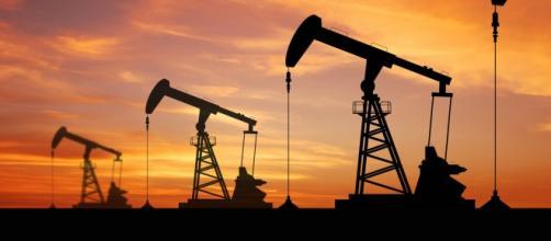 Petrolio al ribasso per offerta eccessiva