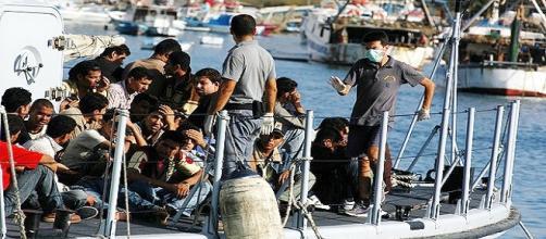 Profughi in arrivo a Lampedusa