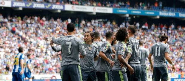 El equipo celebrando uno de los goles al Espanyol