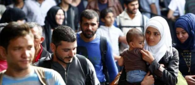 Refugiați fericiți în gara München (foto: Reuters)