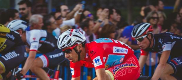 Aru heading for Vuelta victory in the red jersey