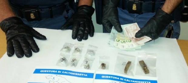 Droga e denaro sequestrati a Caltanissetta
