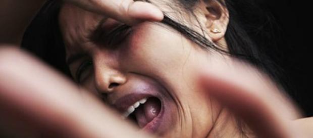 Homem batia e humilhava esposa dentro de casa