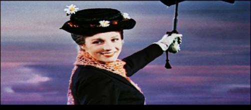 Mary Poppins acompañada de su inseparable paraguas