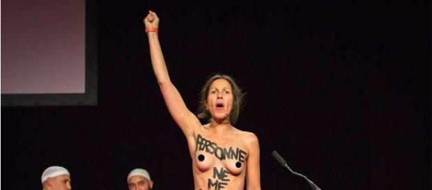 Activista de Femen en conferencia musulmana