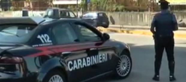 Carabinieri impegnati in un controllo
