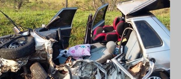 Carro destruído em acidente.Foto G1.com