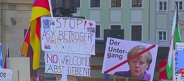 Merkel to zagłada! Do dymisji!