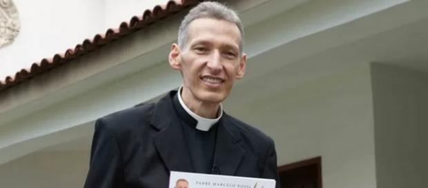 Padre Marcelo polemiza: 'magreza é saúde'