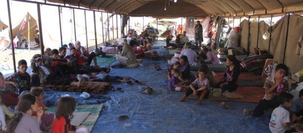 Refugiados em tendas provisórias