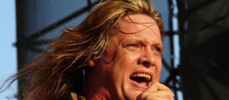Bach aprueba las reuniones de bandas de rock