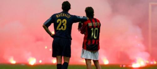 Fumogeni durante un derby del passato