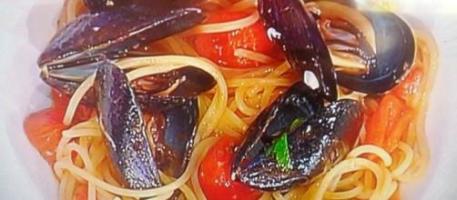 Spaghetti con cozze alla puttanesca