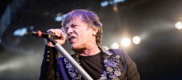 Bruce Dickinson, Vocalista do Iron Maiden