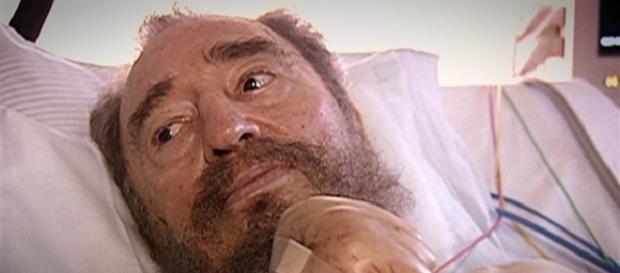 Fidel firma su renuncia como presidente de Cuba