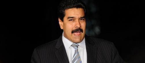 El presidente afirma no querer dialogar con Santos